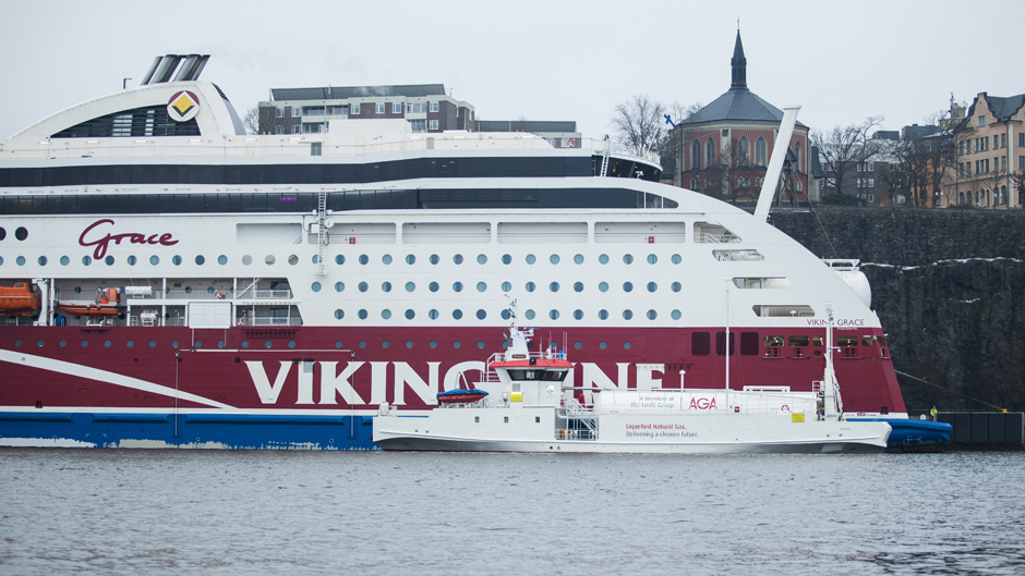 Aga's vessel Seagas bunkering LNG to Viking Grace