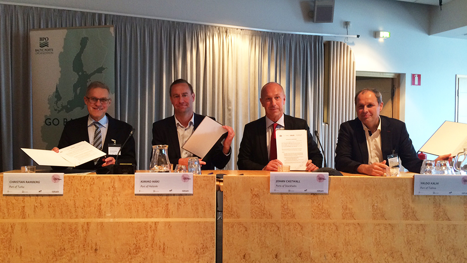 Representatives from Port of Tallinn, Port of Helsinki, Ports of Stockholm and Port of Turku signing the agreement