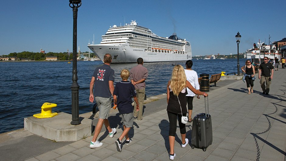 Cruisepassengers by cruiseship