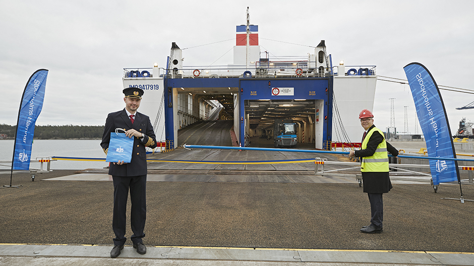 A corona safe plaque ceremony in front of Stena Line´s ferry