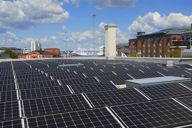 The photovoltaic system on the roof of the Banankompaniet building at the Frihamnen port.