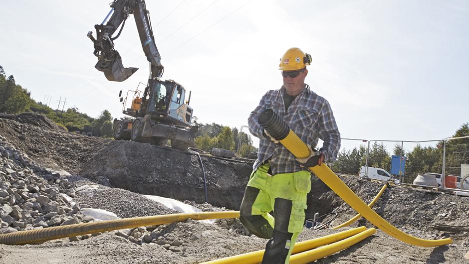 Construction worker at Stockholm Norvik Port